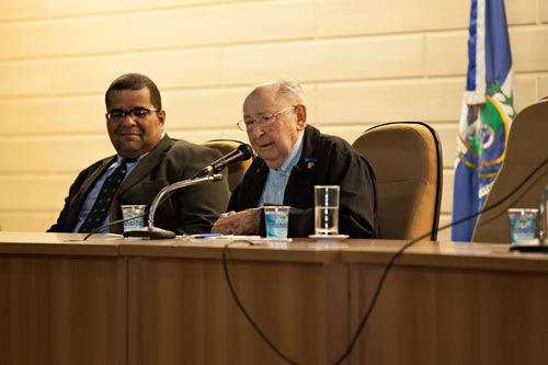 Alexander Laks, presidente da Sherit Hapleita Rio - Associação dos Sobreviventes do holocausto e Roberto A. Antunes, representante da Secretaria de Educação do Rio de Janeiro