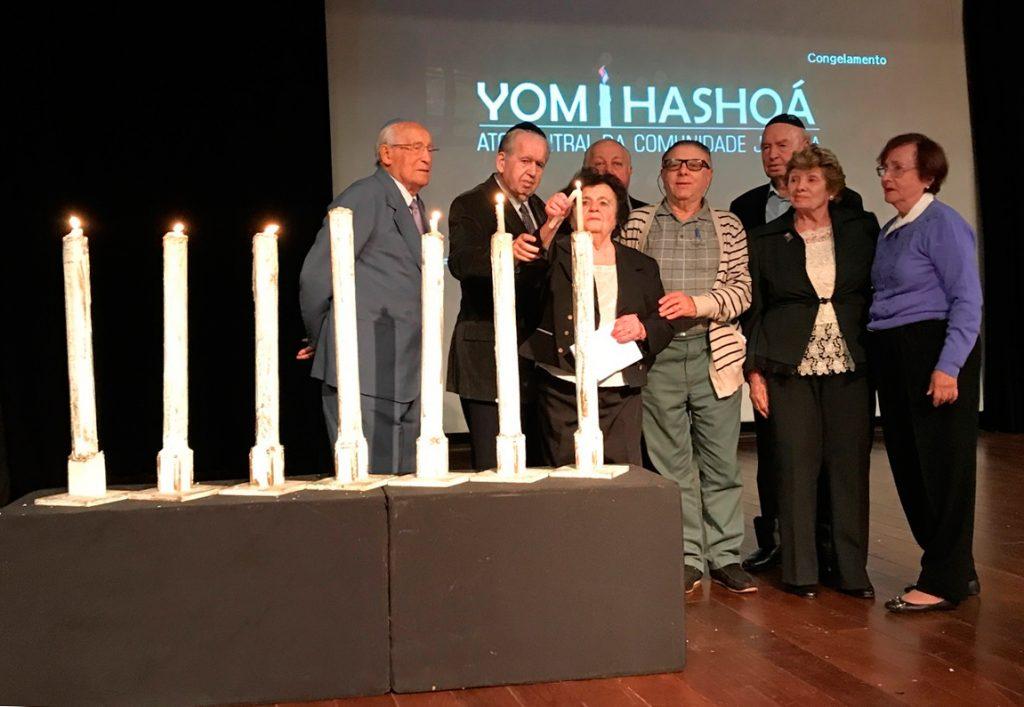 Sobreviventes-do-Holocausto-acendem-velas