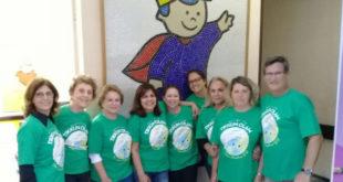 Grupo de voluntários do projeto Tikun Olam reunidos antes do início da ação no Hospital Infantil Pequeno Príncipe